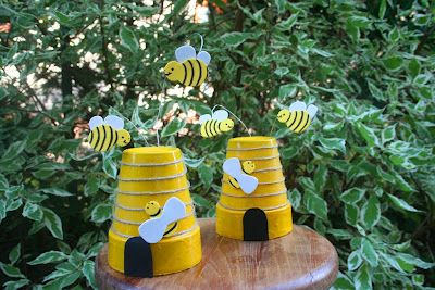 bee hives from terracota pots