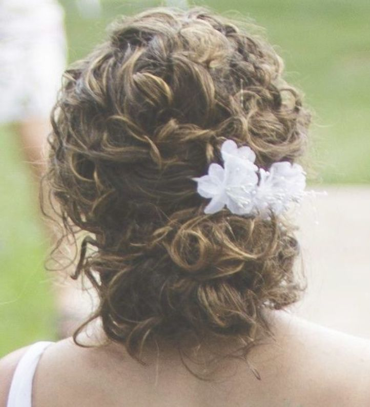 Hairstyle For Your Natural Curls For The Wedding Natural Curls Haircut Hairstyle Wedding Curls Curly Wedding Hair Curly Bridal Hair Curly Hair Styles