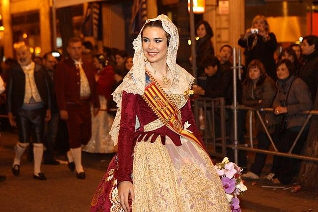 Mantilla de Amparo Fabra cedida a la fallera mayor Laura Caballero.LA MAS BONITA QUE HE VISTO