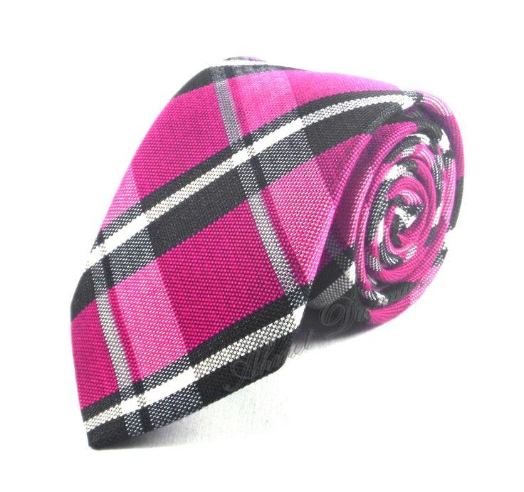 http://www.sadekravat.com/fusya-pembe-siyah-ekose-desenli-yunlu-kravat-4629
