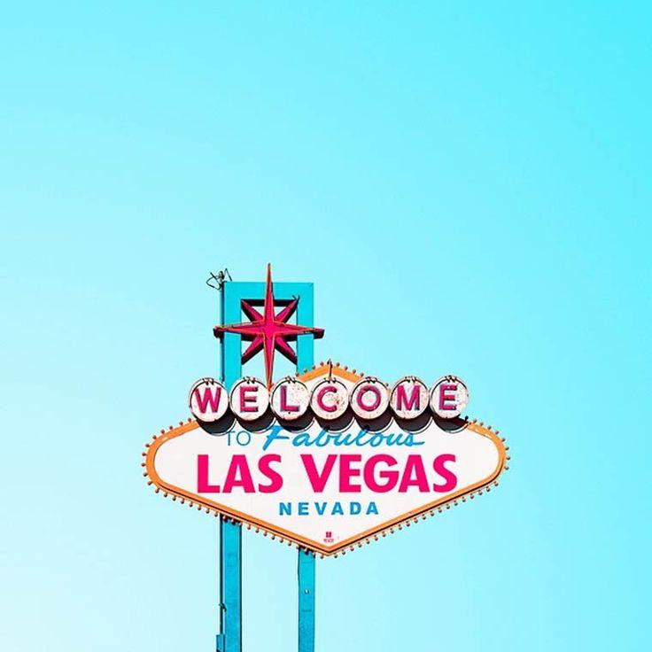 La sérieCandy Minimal du photographe américainMatt Crump, qui peuple son compte Instagram de compositions minimalistesdouces et colorées, mêlant arc
