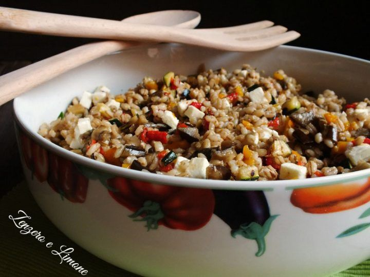 insalata di orzo e farro con verdure