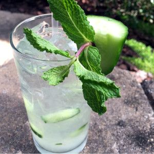 Cucumber Collins Cocktail - if you love cucumber water, you'll love this cocktail for #StPatricksDay!