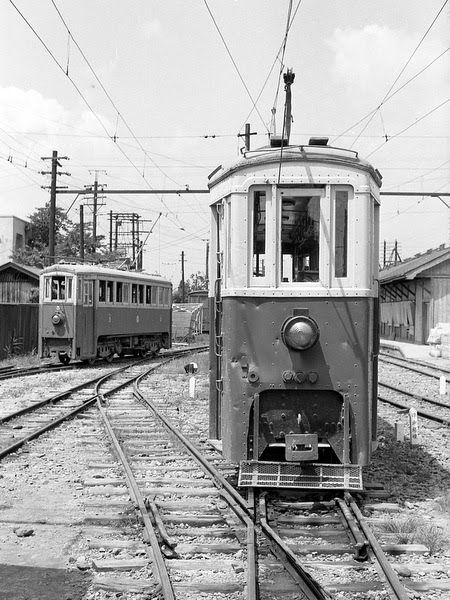 花巻電鉄  Narrower than the Doctor Who Police Call Box T.A.R.D.I.S  Are these trains also larger on the inside?