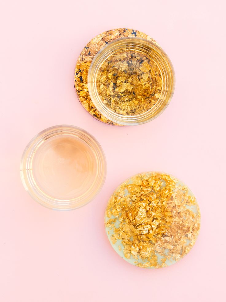 Add some sparkle to your coffee table by making your own Anthropologie inspired gold leaf resin coasters. Just mix, pour and paint! (Click through for video tutorial)