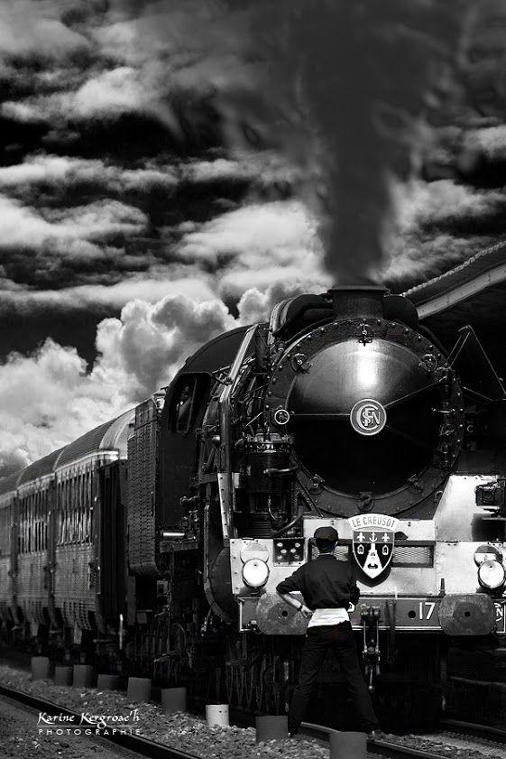 Beautiful Black and White Train. Beleef historie van oude treinen bij www.desteenakker.nl