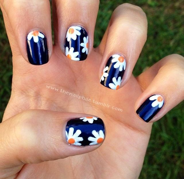 Flower nail design- Black white + yellow can mix up colors Good for the spring/summer super cute looks pretty easy to do