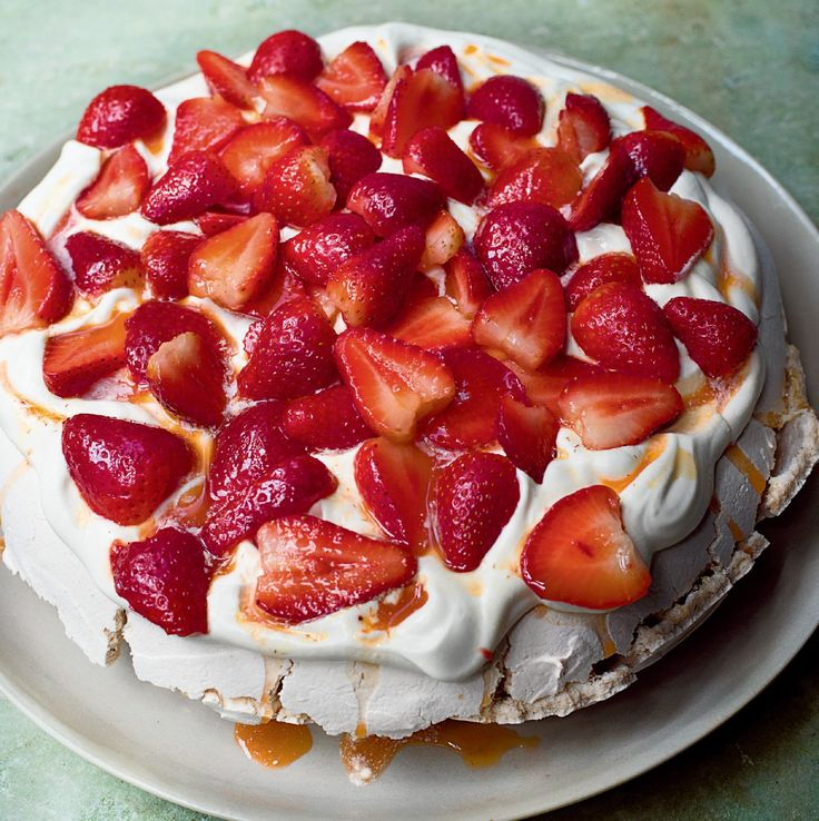 Nigella's Rose and Black Pepper Pavlova