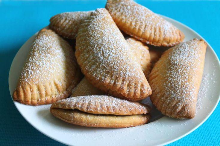 Gefüllte Muscheln  ein perfektes Rezept für alle Süßspeisenfans. Die leckeren Muscheln sind mit einer Nuss-Nougatcreme gefüllt.