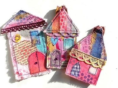 Tags of little houses in material but translate it to papaer      Tag per i pacchetti natalizi, ispirati naturalmente alla Balzer:      E ancora riciclo di avanzi di stoffa: