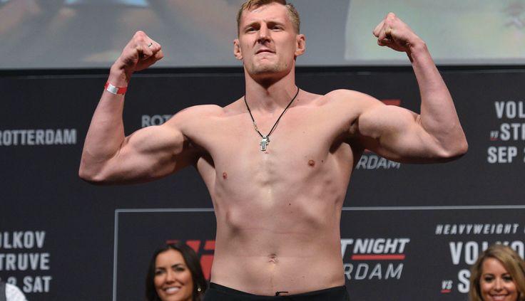 UFC-Rotterdam results: Bloodied Alexander Volkov TKOs Stefan Struve in 3rd round - MMAjunkie.com