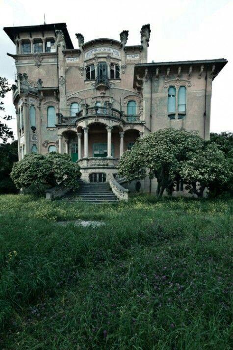 #abandoned mansion