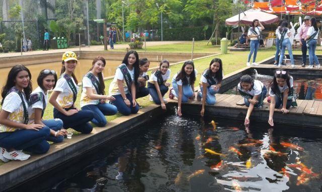 Mengedukasi para finalis Miss Earth Indonesia bergelut dengan alam