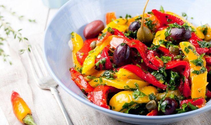 Σαλάτα με ψητές πιπεριές, κάπαρη και ελιές