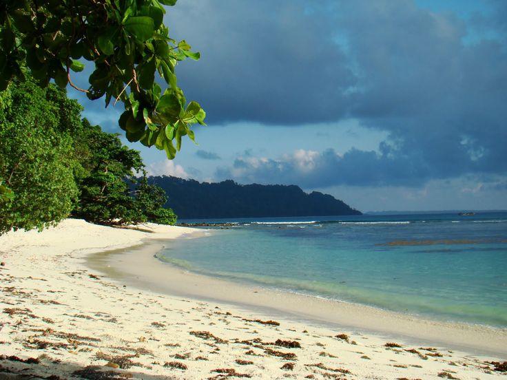 3- L'archipel des îles Andaman abrite la plage de Havelock. Sable blanc, eau transparente et jungle luxuriante sont au rendez-vous.