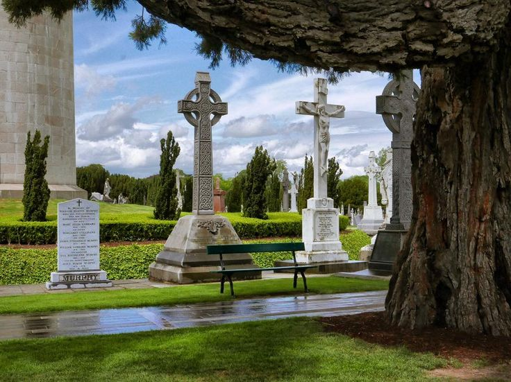 Another view of #Glasnevin #cemetery. The tower on the left is the largest tombstone in the cemetery and marks the grave of #DanielOConnell. The others #crosses are the average size of stones near the tower and they get smaller. Amazing - there are more than 1.5 million graves here which according to our guide means more bodies here than residents in #Dublin. Though the cemetery is the final resting place and of many of Ireland's most notable figures and largely associated with Irish…