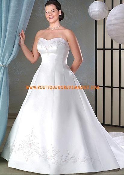 Robe de mariée simple de grande taille avec traîne