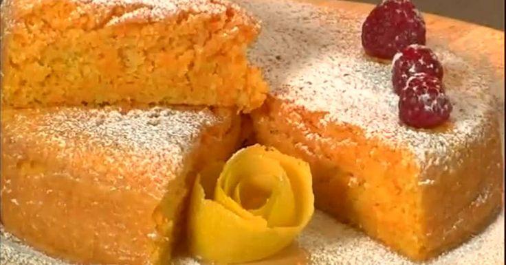 Una nuovo dolce dello chef Simone Rugiati a basso contenuto calorico: un delizioso tortino con carote e mandorle con l'aggiunta del limone grattugiato leggi tutto