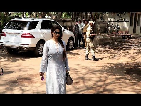 SPOTTED ! Tanishaa Mukerji at Suniel Shetty's Father FUNERAL.    Click here to see the full video > https://youtu.be/hKch1W-dzVU    #tanishaamukerji #sunielshetty #bollywood #bollywoodnews #bollywoodnewsvilla
