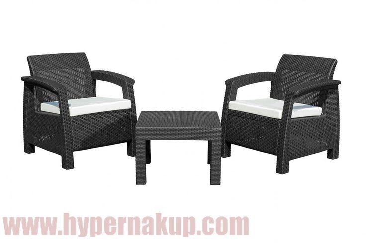 Pevný a odolný ratanový nábytok set G21 MOANA RELAX vhodný na terasu, záhradu alebo i do interiéru v modernom dizajne. Nábytku neublížia slnečné lúče ani ho nerozmočí dážď. Taký, ktorý bude aj po rokoch vyzerať ako nový..Vonku ako v obývačkeDoprajte si pohodlie i vonku, zaslúžite si to! Súprava sa skladá z praktického stolčeku a dvoch kresielok . V sedacej súprave sa budete cítiť ako v bavlnke, a to doslova. Na každé miesto na sedenie sme vám totiž pribalili mäkké podušky v štýlovej…