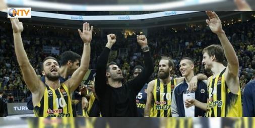 Galibiyet sevincine Volkan da ortak oldu: THY Euroleague 20. hafta maçında Fenerbahçe, Galatasaray Odeabank'ı 85-80 yeneken, maç sonrası sevinç kutlamalarına Volkan Demirel de katıldı.