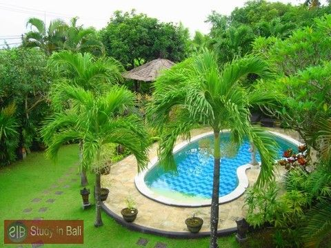 Amazing 4 bedroom Villa Bumbak in Umalas - Kerobokan. This traditional balinese style villa offers a huge garden of approx. 1.000 m² with swimming pool and Bale-Bale...