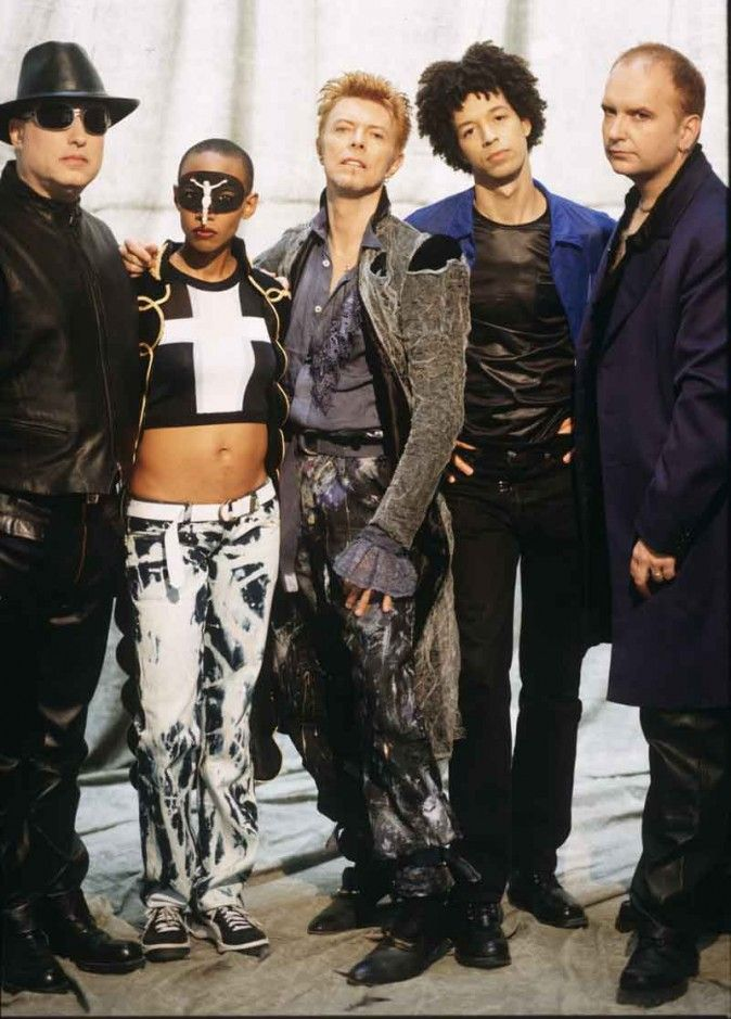 "David Bowie's band during the ""Outside"" and ""Earthling"" period in the mid-'90s: (L-R) Mike Garson, Gail Ann Dorsey, David Bowie, Zachary Alford, and Reeves Gabrels. (Frank Ockenfels)"