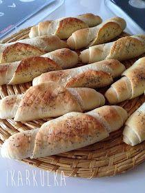 O našem kvásku jsem už psala . Úplně nejvíc často z něj peču chleba. Mám na něm závislost. Nejen chuťovou - kdo jednou poctivý kváskový chl...