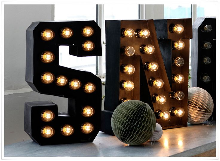 1000 id es sur le th me lettres lumineuses sur pinterest feux de renom feux de feston et marquise. Black Bedroom Furniture Sets. Home Design Ideas