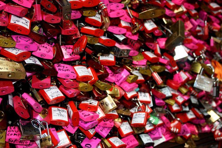 Verona lucchetti GIulietta #verona #lucchetti #romeoandJuliet #romeoegiulietga #italy #love