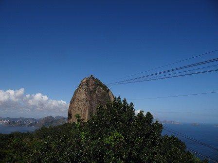 Que tal um passeio de bondinho? A subida é realmente linda e a vista enche os olhos de tanta beleza natural e a vista das praias Vermelha, Copacabana, Ipanema, Leblon e muito mais que o rio tem para se ver!