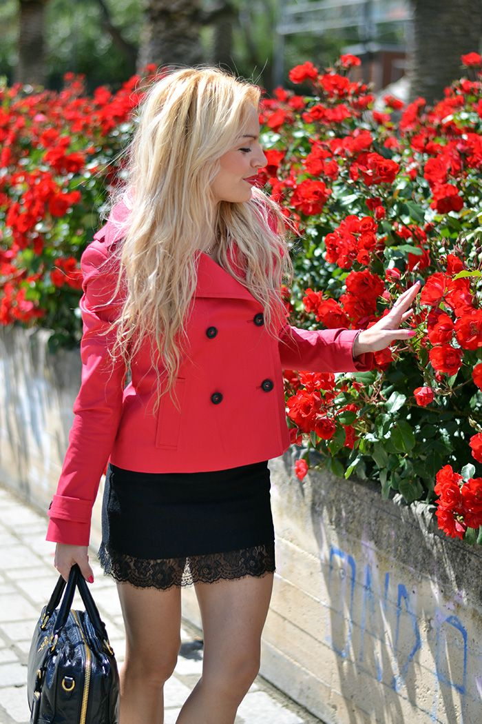 Red trench coat, lingerie skirt, Zara pumps and Prada bag - Today on my #fashionblog www.it-girl.it #fashion #style #itgirl #look #outfit #ootd #fashionblogger #blonde #lingerietrend #lingerieskirt #blondie #lookoftheday