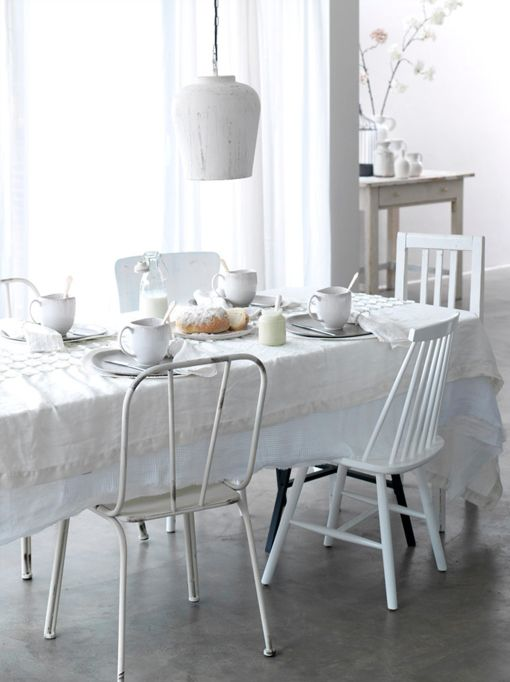 white dining decoration by Kim Timmerman