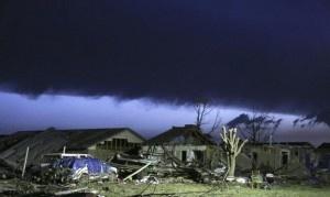 El tornado que azotó Moore, Oklahoma, era de la clasificación EF-5, la mayor en la escala de medición, con vientos de al menos 320 kilómetros por hora (200 mph), informó el servicio meteorológico. La agencia lo subió de clasificación a EF-5 en la escala Fujita mejorada, dijo la portavoz Keli Pirtle, basándose en lo que [...]