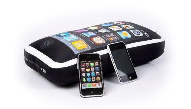 Almofada iPhone iCushion - BeeK Geek's Stuff R$ 69,90 www.beek.com.br