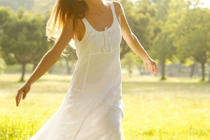 Cómo mantener las axilas secas sin usar antitranspirantes . El cuerpo humano regula parte de la temperatura corporal a través del sudor, que enfría el cuerpo a medida que se evapora. Se trata de un proceso efectivo, pero que resulta en un olor desagradable que puede provocar situaciones sociales ...