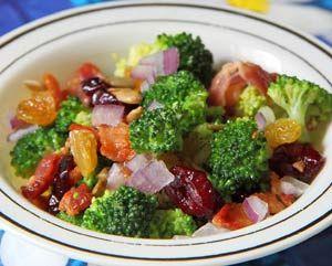 Рецепт №1: Пикантный салат из брокколи с беконом