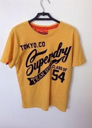 À vendre sur #vintedfrance ! http://www.vinted.fr/mode-femmes/hauts-and-t-shirts-t-shirts/21932016-t-shirt-superdry-jaune