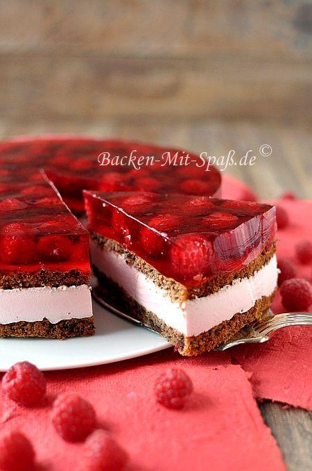 Idée montage gâteau: génoise, Bavarois fraise et fruits rouges en gelée