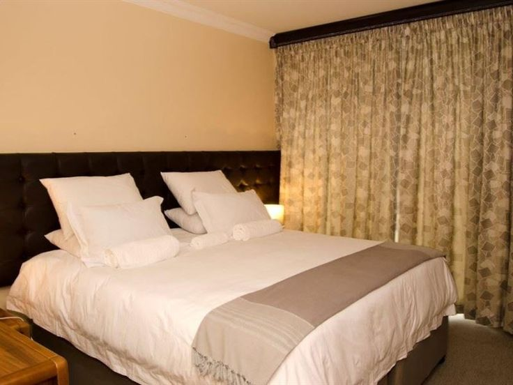 Unit 81 Oceanic Hotel, Durban - Unit 81 Oceanic Hotel is located in a city named Durban in KwaZulu-Natal. This self-catering unit is situated in a three-star hotel and can accommodate up to six guests and features a small kitchen, open-plan ... #weekendgetaways #durban #dolphincoast #southafrica