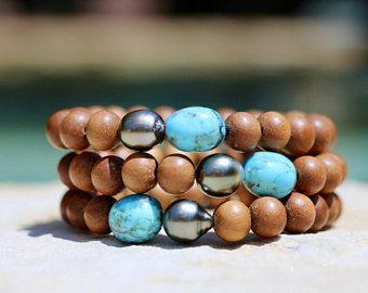 Azul cielo Kingman turquesa y perla de Tahití en sándalo, pulsera Boho del estiramiento, turquesa americana apilable, fino, perlas de Tahití, playa