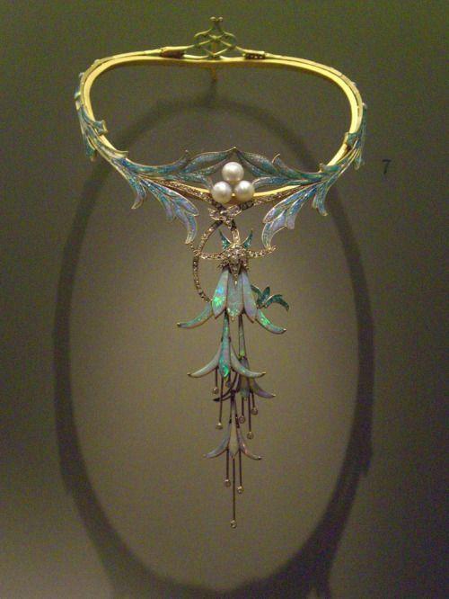 Opal necklace, design by  Alphonse Mucha