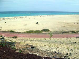 Fuerteventura – czyli podróż na księżyc. Miejsce określane mianem plaży wysp kanaryjskich, ich ilość i różnorodność zadowoli każdego miłośnika błogiego lenistwa.