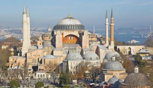 «Χαϊδεύει» την Τουρκία για τη βεβήλωση της Αγίας Σοφίας με την ανάγνωση του Κορανίου και την τέλεση προσευχής ο αρμόδιος επίτροπος για θέματα Ευρωπαϊκής Πολιτικής Γειτονίας Γιοχάνες Χαν
