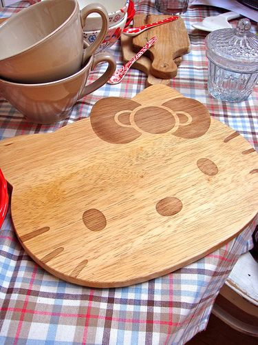 Hello Kitty Kitchen Cutting Board. Gosh! I might hesitate to chop every time coz I might ruin HK's face. Hahaha