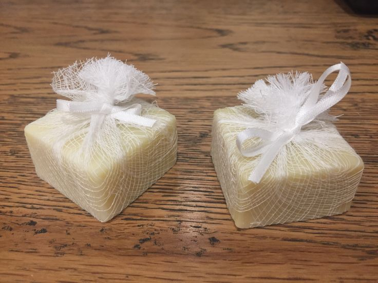 Single guest soaps tied in cheese cloth.