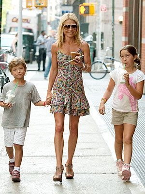 kelly ripa is super mom. I hope I have time to be ripped and raise a family. And have a gorgeous husband :)