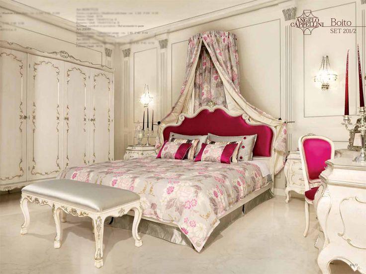 Τέσσερις-κρεβάτια με ουρανό για να αγοράσει στη Μόσχα παραδοθεί Υπνοδωμάτια γίνονται στην Ιταλία, την Ισπανία, τις Κάτω Χώρες