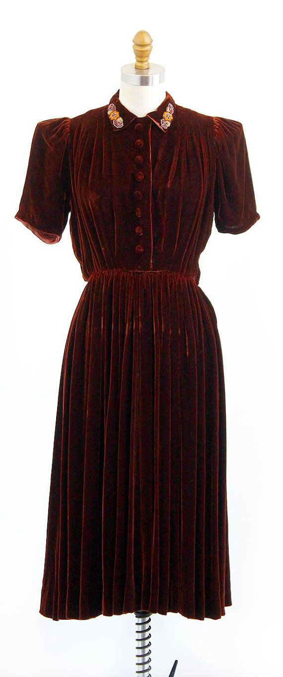 vintage 1930s cinnamon brown silk velvet dress with beaded collar | http://www.rococovintage.etsy.com
