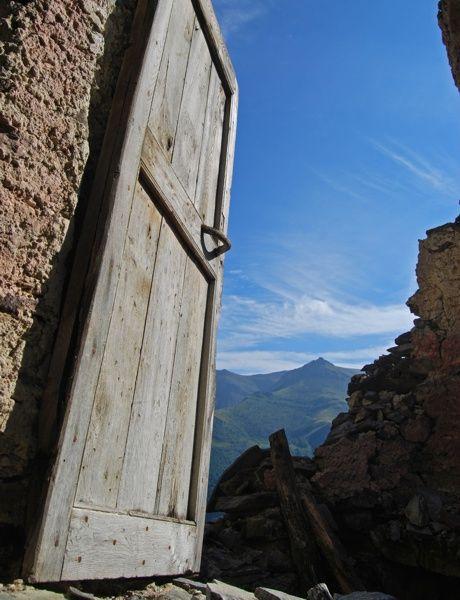 Door on Cucuja, Valliera Castelmagno #mountains  #piemonte #italy  #provinciadicuneo